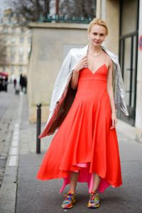 08-paris-fashion-week-dress-tye-dye-sneakers-h724