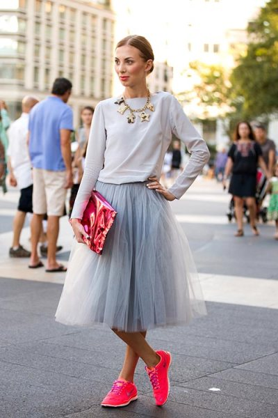stylish_ways_of_wearing_skirts_with_sneakers5