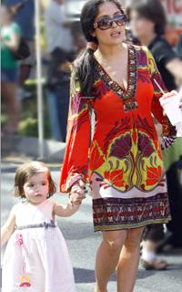 Salma-Hayek-030109-Hale-Bob-Dress-Print-Sleeves-Silk-Cute-L