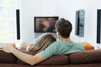 couplewatchingtv