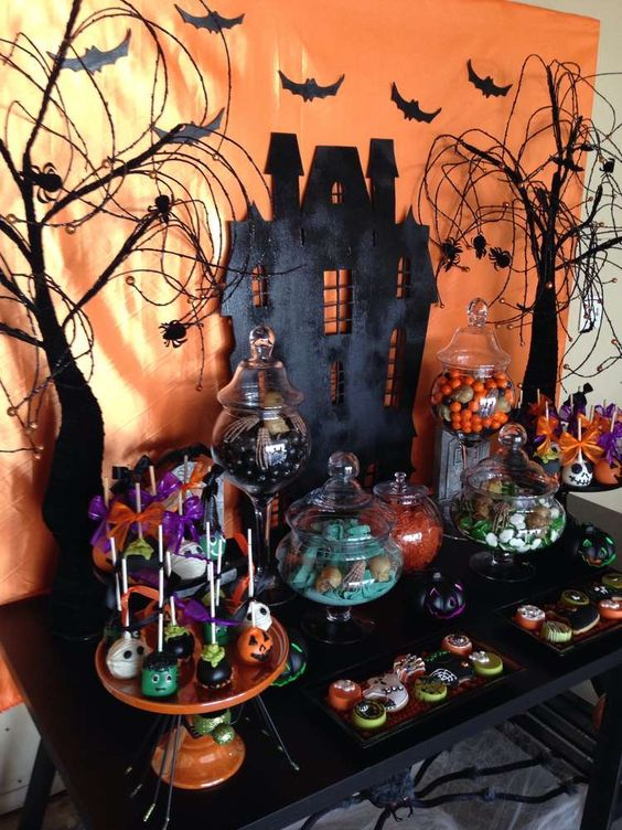 Fall in love with fashion for Deco de table halloween