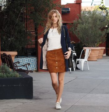 suede-mini-skirt-casuel